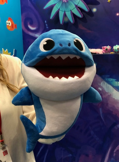 Baby Shark Fast N' Slow Singing Puppets