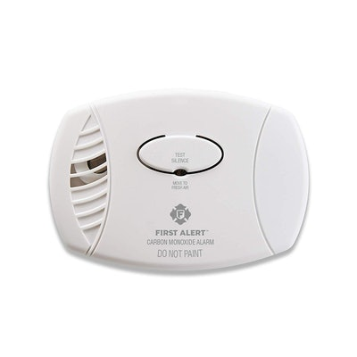 First Alert Carbon Monoxide Detector Alarm   Plug-In with Battery Backup