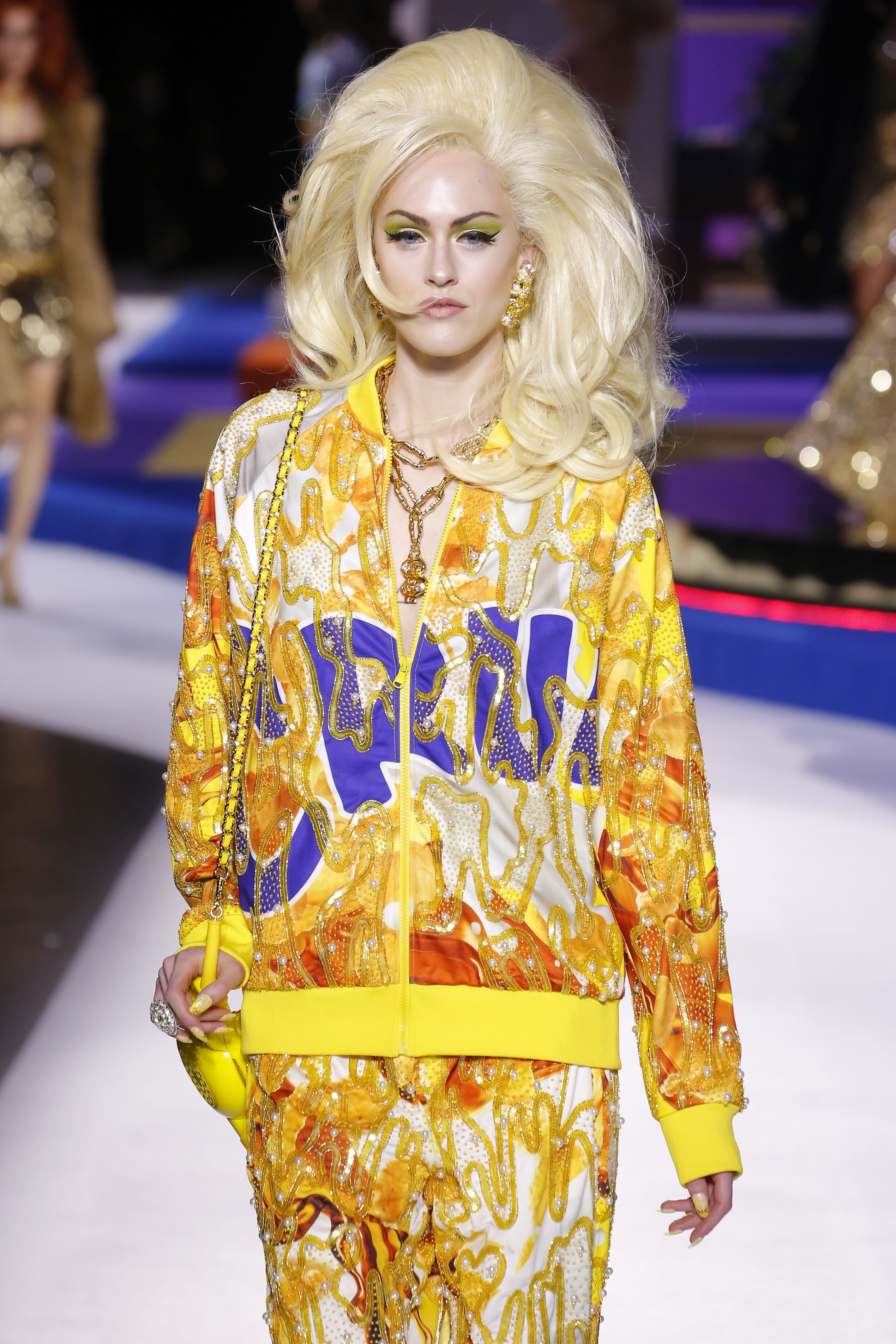 a72a3a2b6f3 Moschino's Fall 2019 Collection Was Inspired By 'The Price Is Right' & You  Need The Washing Machine Purse