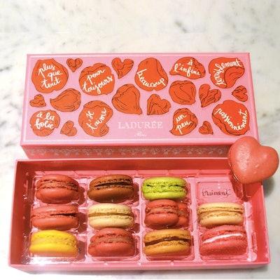 Å La Folie Heart Macaron Gift Box