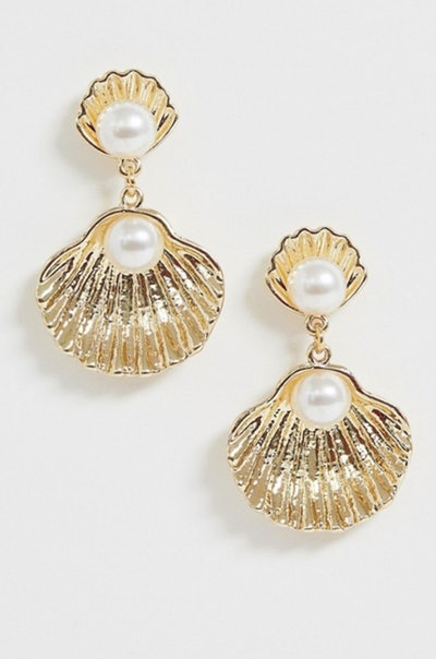 Glamorous Gold Oyster Shell with Pearl Drop Earrings
