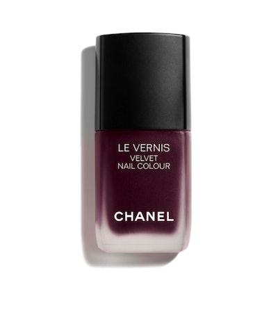 Le Vernis Velvet Nail Color in Profoundeur