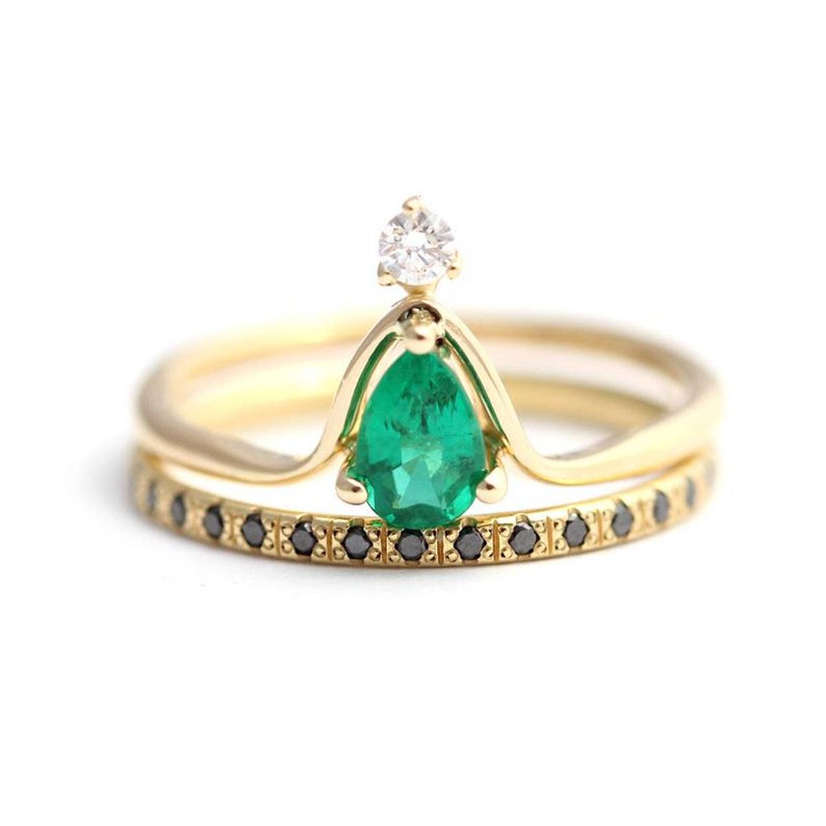 Artemer Pear Emerald Wedding Set