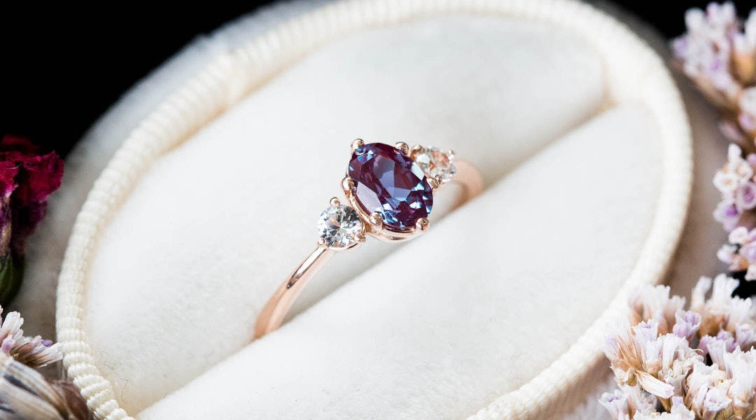 Pics Of Wedding Ring.Birthstone Engagement Rings Are The 2019 Trend Every Non Traditional