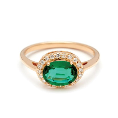 Oval Rosette Ring Yellow Gold & Emerald (8X6)