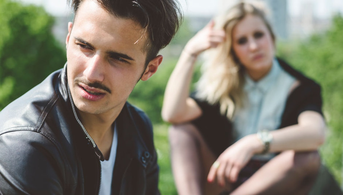 5 Signs You Don't Trust Your Boyfriend Or Girlfriend, According To Experts