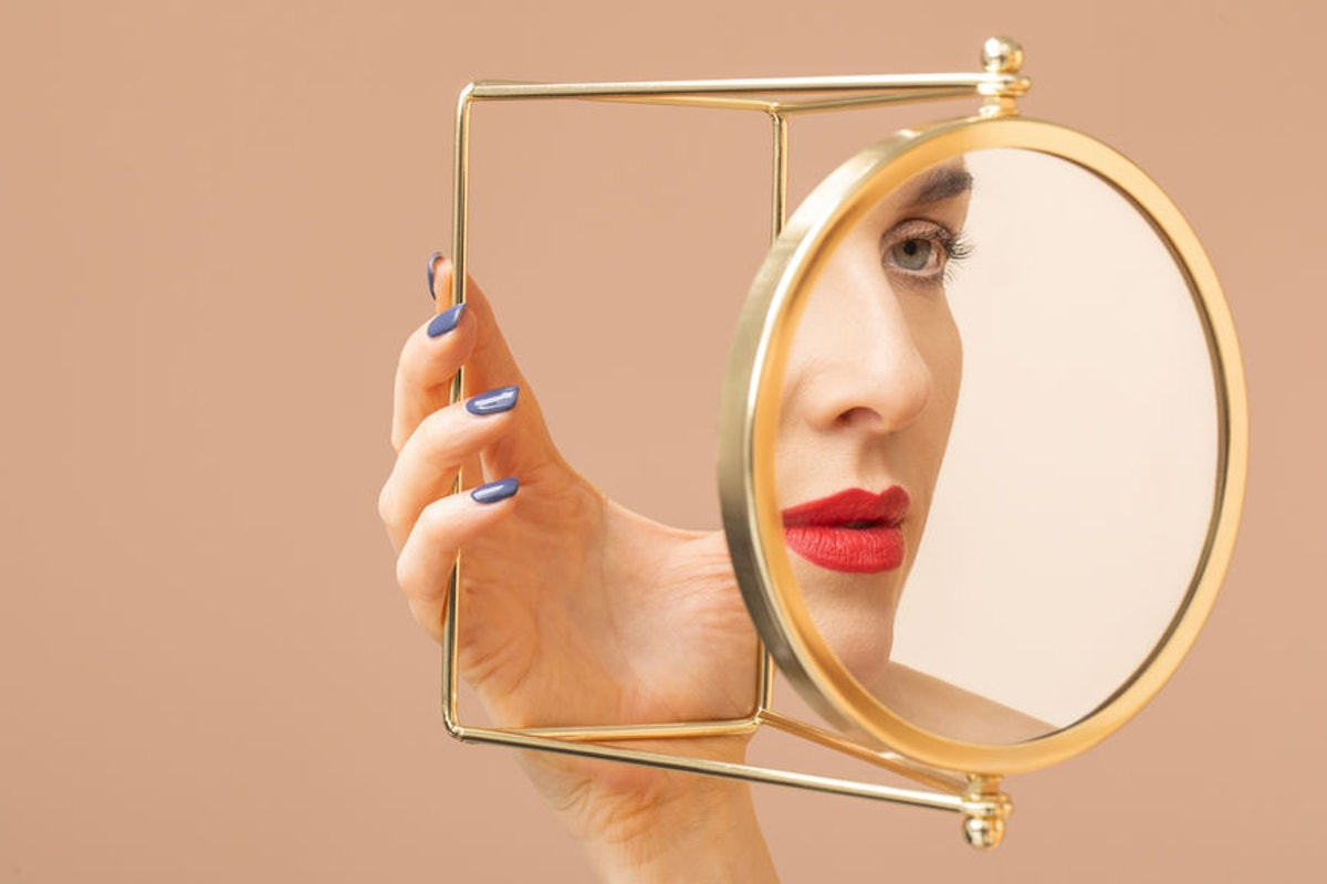 What Are Smart Mirrors? These High-Tech Devices Are Probably The Future Of Skincare