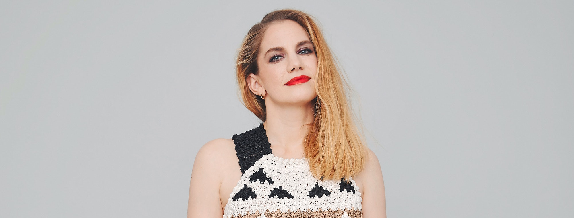 Sitcom That Dare Not Speak Its Real >> How Veep Star Anna Chlumsky Became An Unlikely Comedy Hero