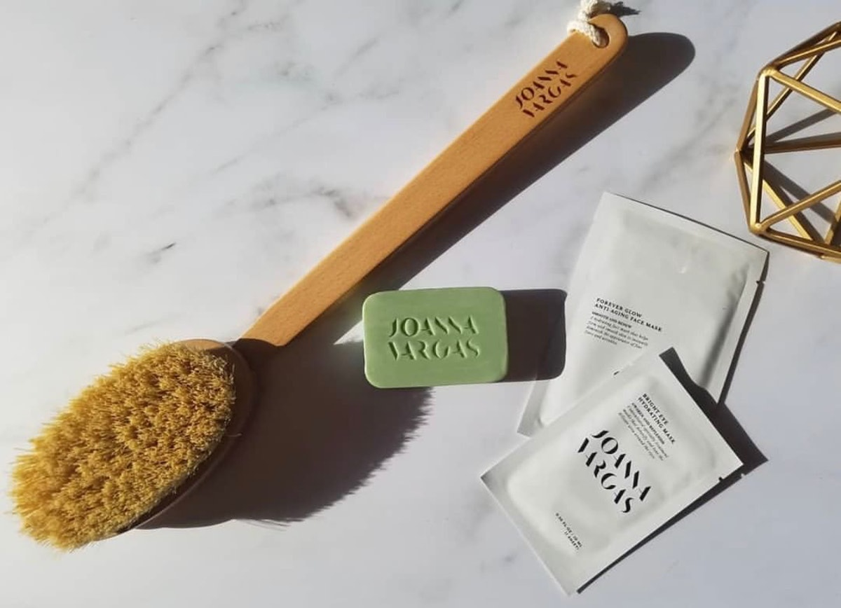 Dry Brushing Is The Secret To Smooth, Shiny Skin For The Spring