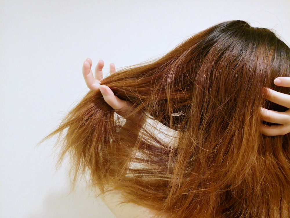 How To Use Witch Hazel On Your Hair, Because The Medicinal