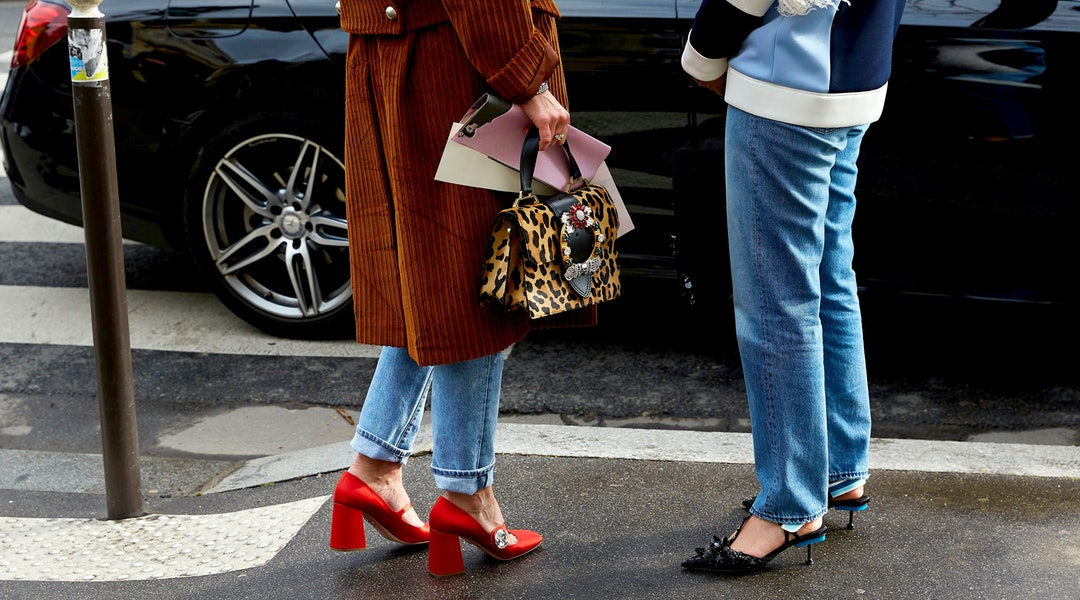 71a99a062b5 11 New Shoe Trends That Look Great with Jeans