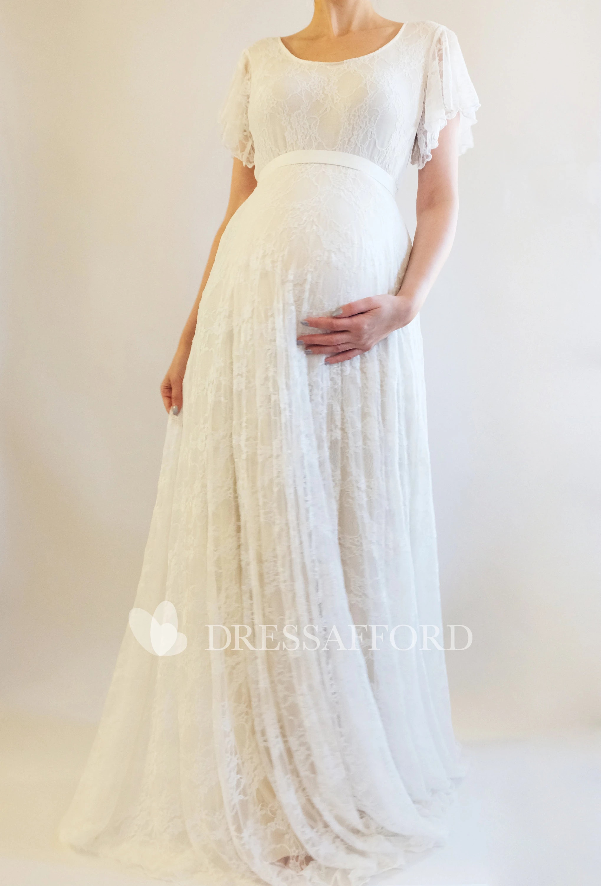 5904d352b0377 18 Maternity Wedding Dresses That Will Show Off Your Pregnancy Curves