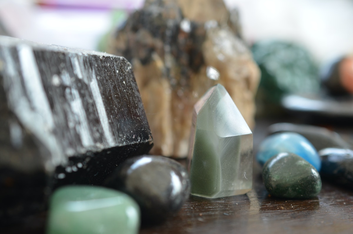 4 Crystals For The April 2019 Full Moon To Keep You Grounded
