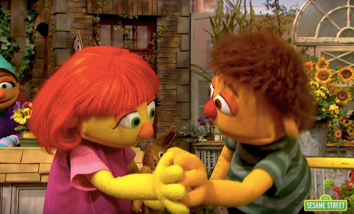 "'Sesame Street's Video Teaching How To ""Hug"" Kids & Individuals With Autism Is Brilliant"