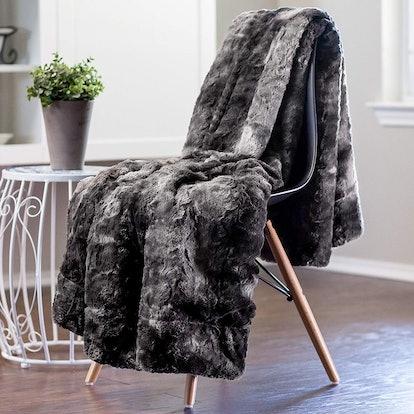 Chanasya Fur Throw Blanket