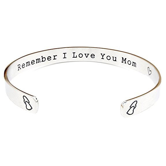 25 Heartwarming Gifts For Your Mom That Shell Actually Love