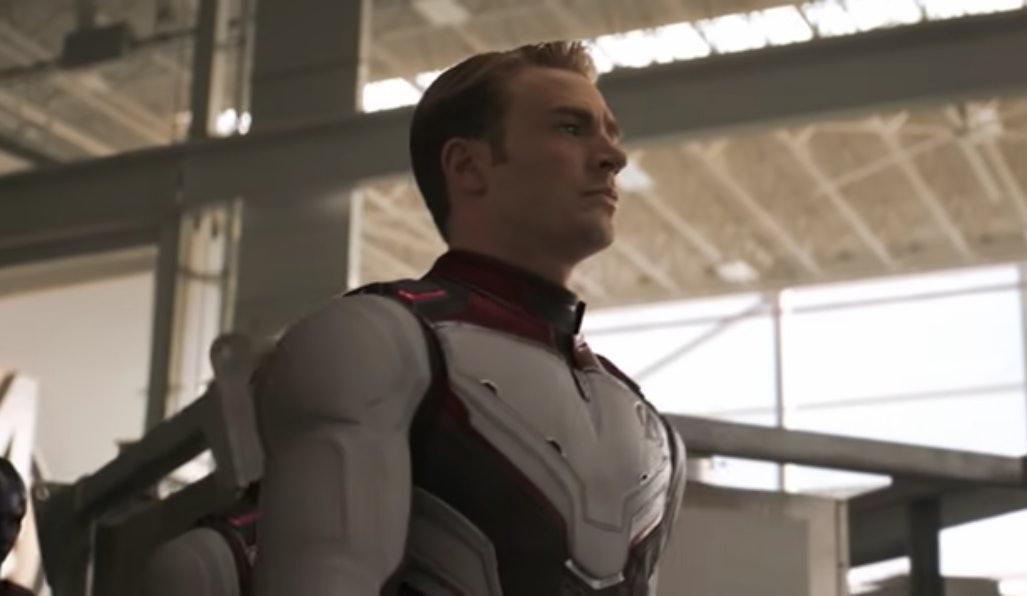 Avengers endgame captain america lifts thors hammer