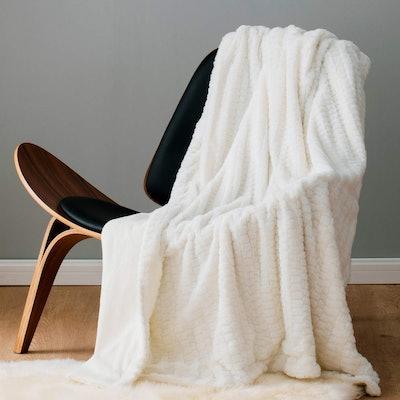 Bedsure Faux Fur Reversible Fleece Throw Blanket