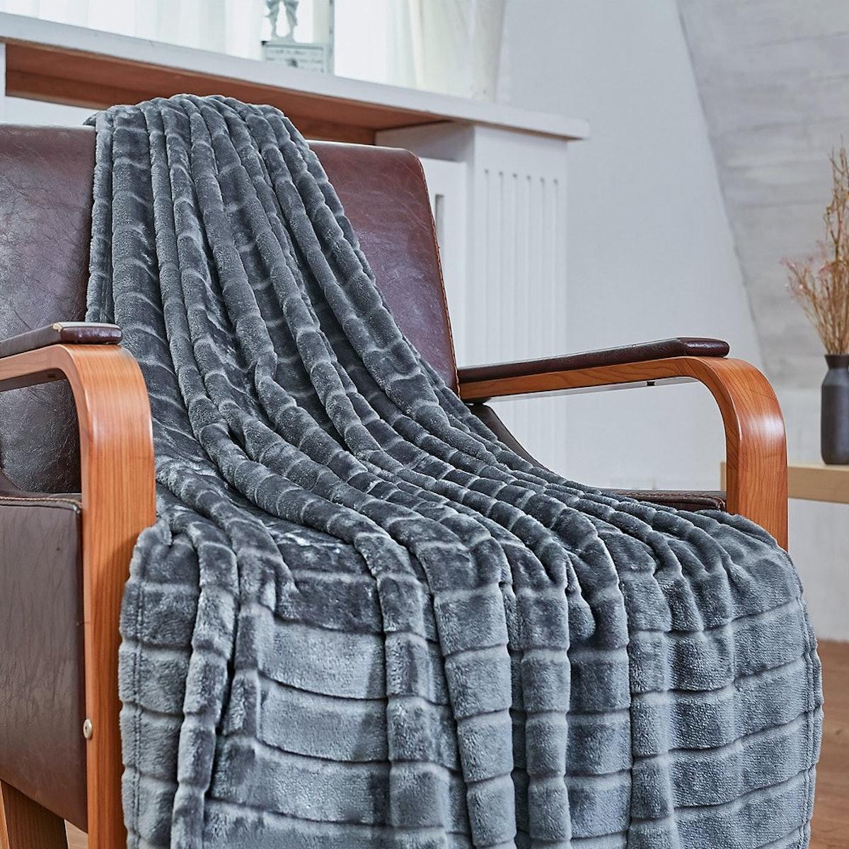 Bertte Ultra Velvet Throw Blanket