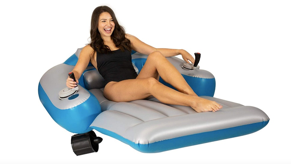 This Motorized Pool Float On Amazon Will Let You Cruise The Pool All ...