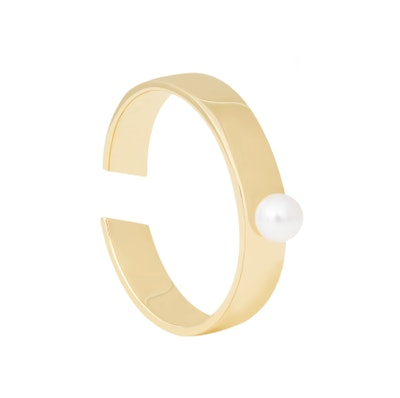 Pearl Signet Ring in Gold