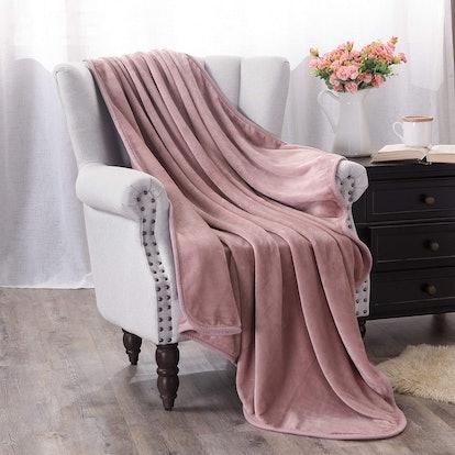 Exclusivo Mezcla Luxury Plush Throw Blanket