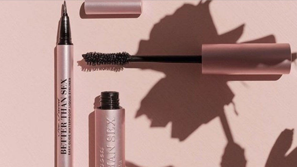 1983b516ec5 When To Buy Too Faced's Damn Girl Mascara Because It's Straight Up Lash  Extensions In A Tube
