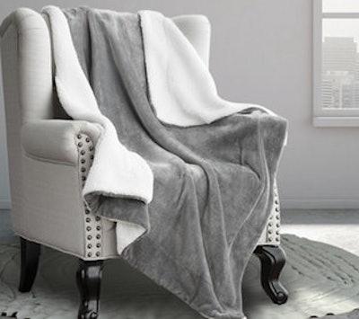 Bedsure Sherpa Bed Blanket, Queen