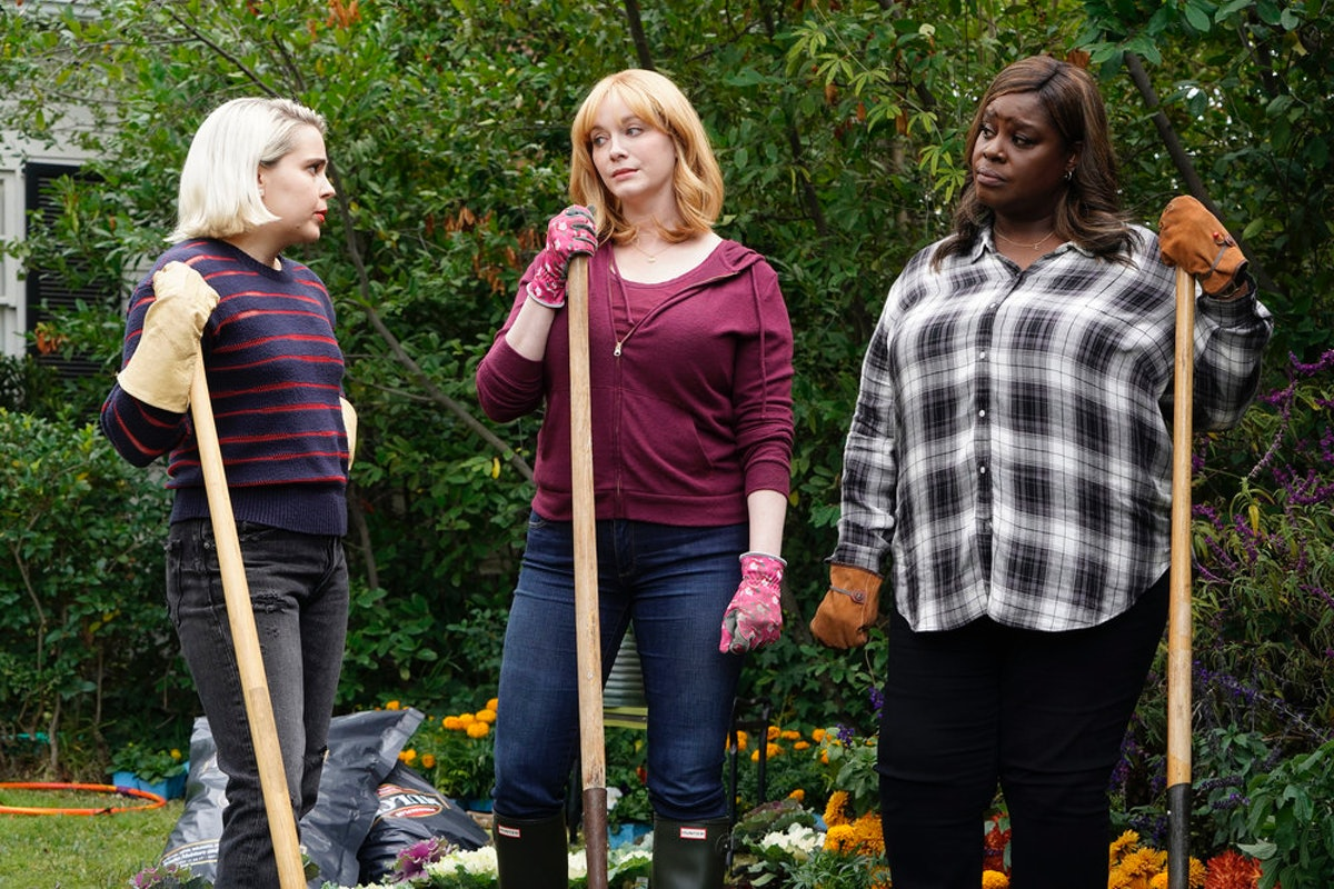 Whose Body Is In Beth's Yard On 'Good Girls'? This Can't End Well