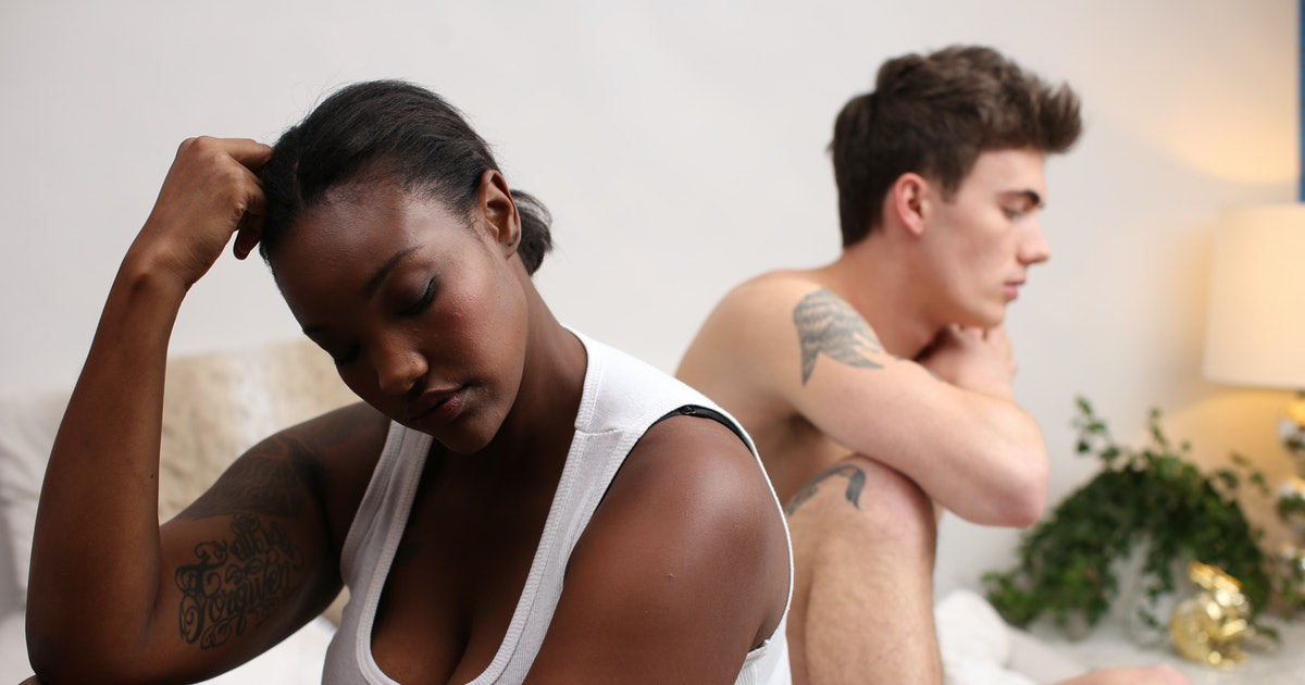 Experts Say If These 9 Things Happen During Intimacy, Your Relationship May Be Toxic