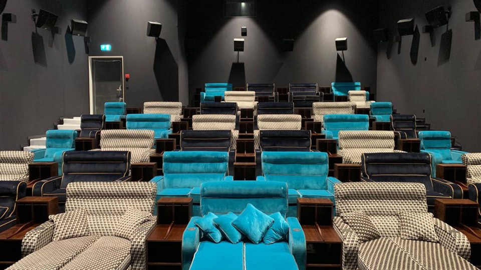 Strange This Movie Theater Has Beds Instead Of Chairs Twitter Has Creativecarmelina Interior Chair Design Creativecarmelinacom