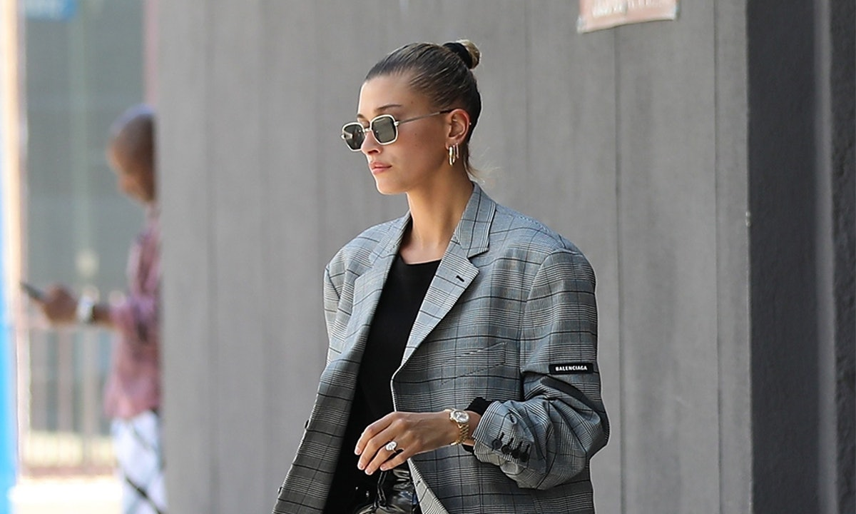 How To Wear Leggings For Spring The Hailey Baldwin Way