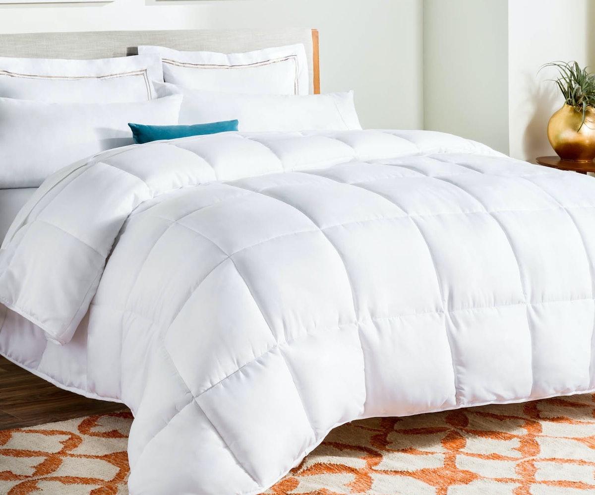 Linenspa All-Season White Down Alternative Quilted Comforter