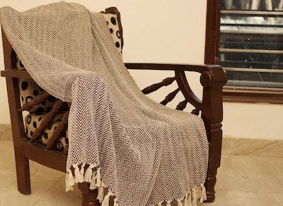 Crafkart Cotton Chevron Patterned Blanket Throw