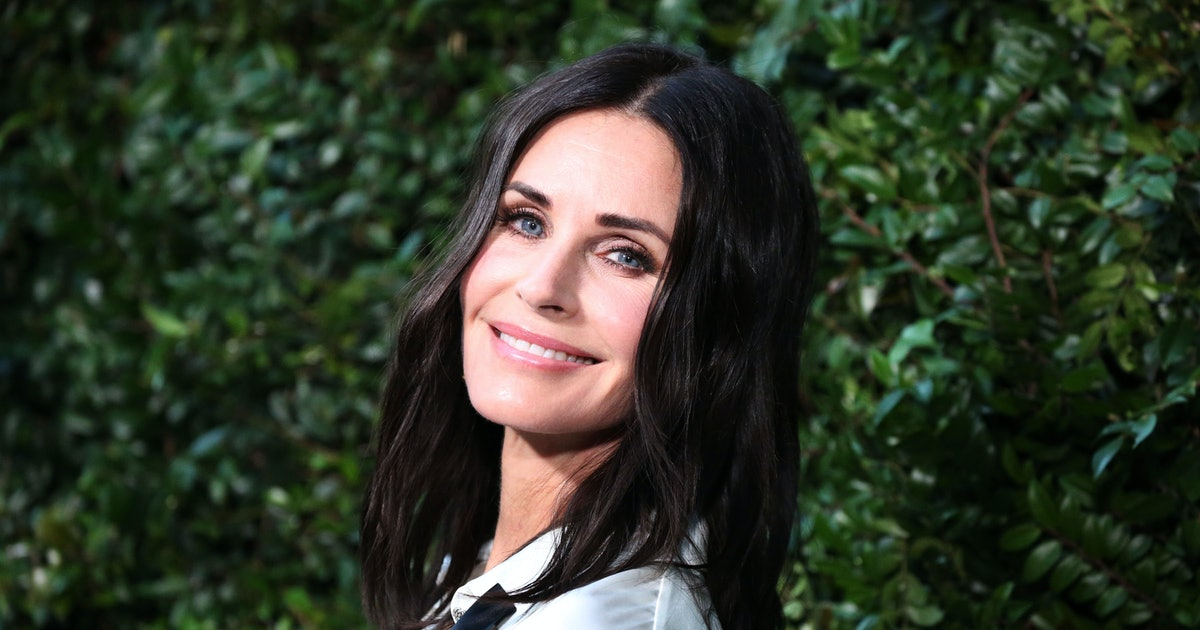 Courteney Cox's 'Friends' Throwback Photo On Instagram Is The Best Thing On The Internet RN