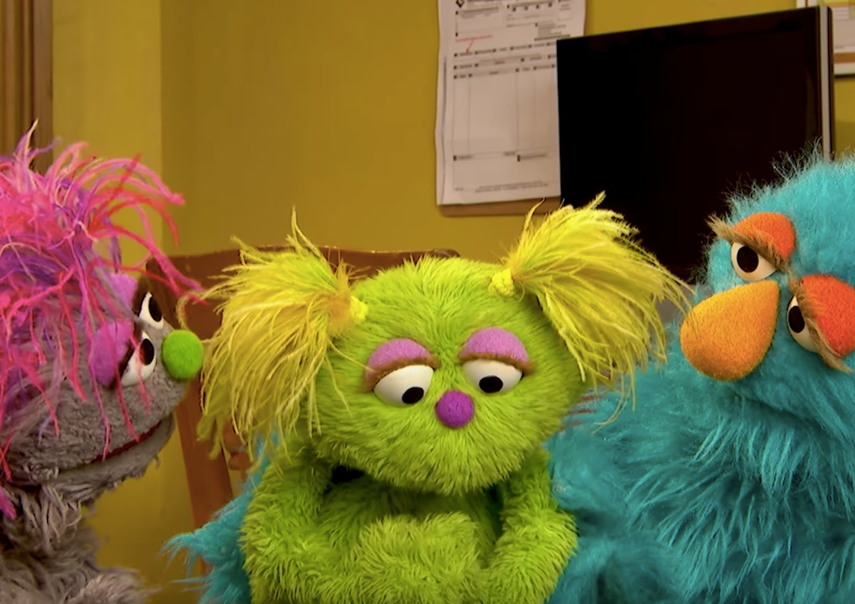 'Sesame Street' Introduces Karli, A Muppet In Foster Care, & It's A Huge Win For Non-Nuclear Family Representation