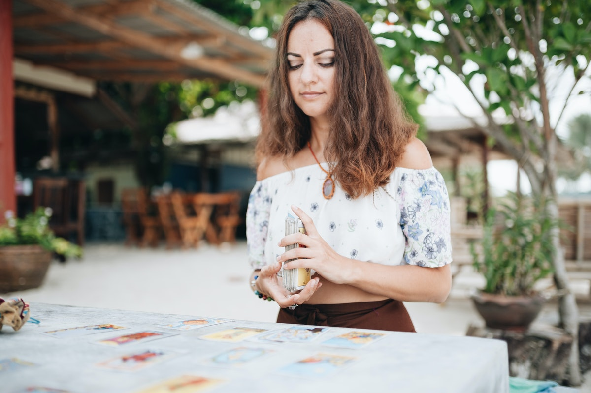 6 Tarot Cards That Mean Bad Things For Your Relationship, According To A Tarot Expert
