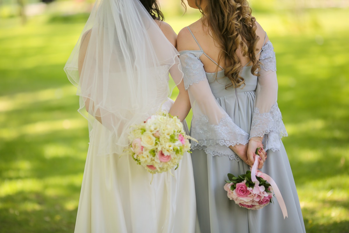 How Much Does A Maid Of Honor Pay In A Wedding? 7 Tips To Budget For The Role