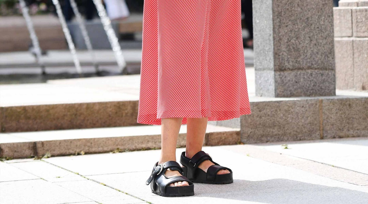 7 Dress And Sandals Outfits That Will Define 2019