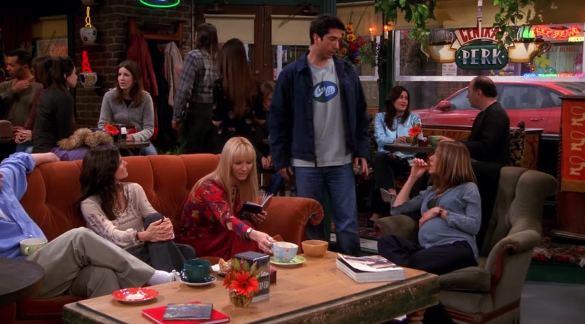 Ross' T-Shirt In This 'Friends' Episode Was A Total Easter Egg & Nobody Noticed