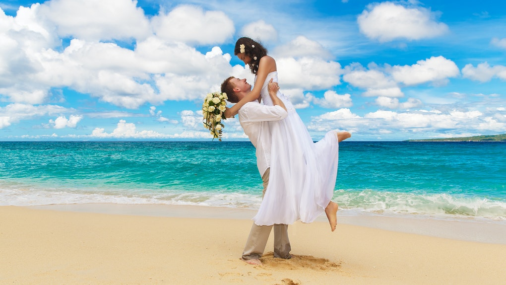 28 Quotes For Beach Weddings To Shellebrate The Happy Couple