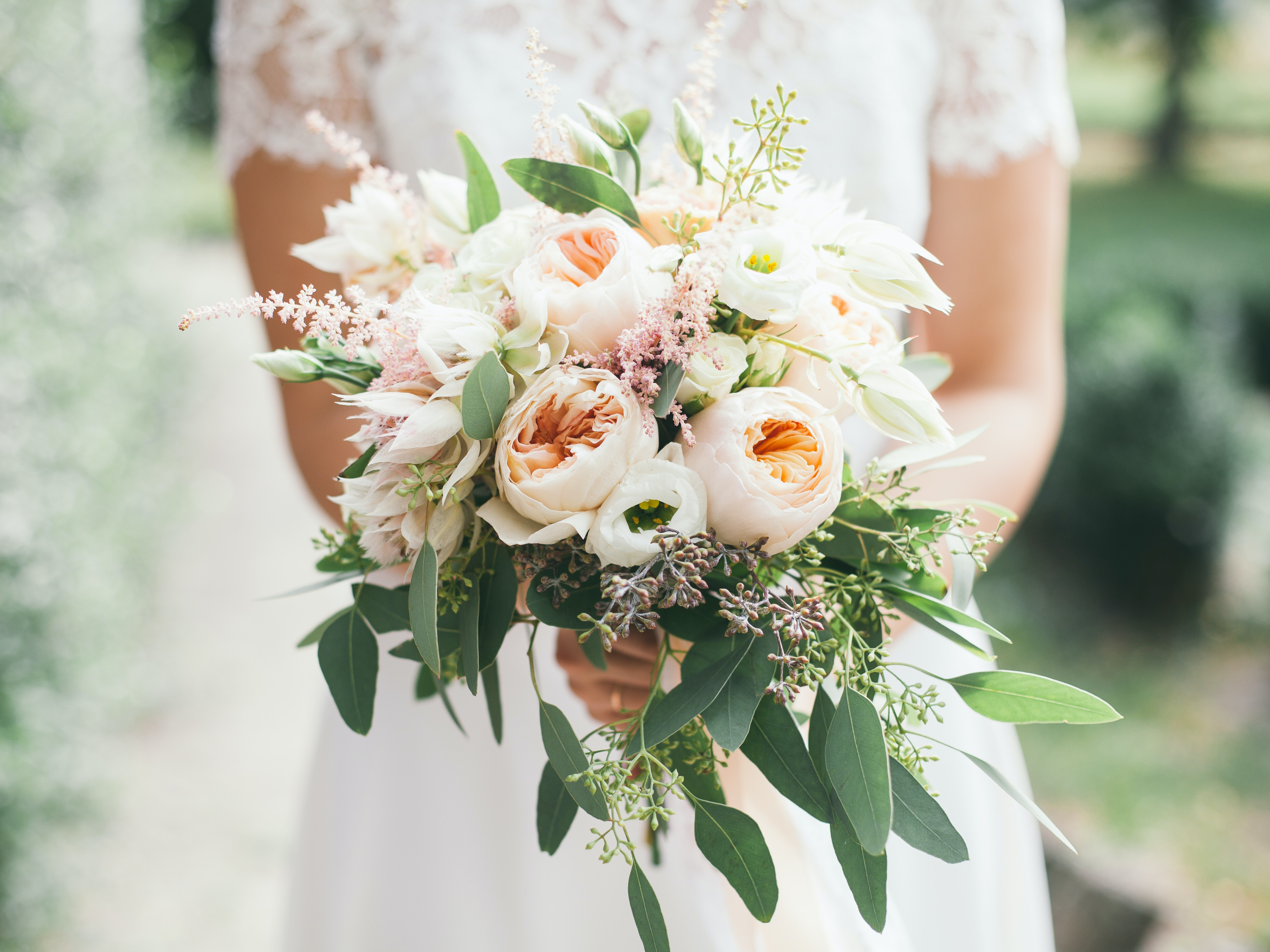 what to do with your wedding flowers after the big day, so