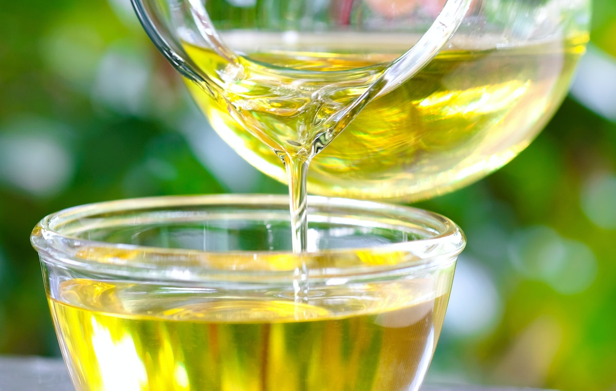How To Wash Your Face With Olive Oil, Because Some Facialists Swear By It