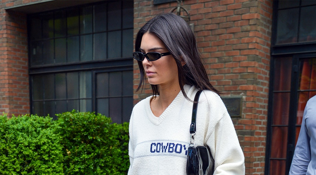 3dfec458abc96 Kendall Jenner s Sweater   Skirt Combo Is An Ideal Formula For Spring