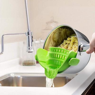 Kitchen Gizmo Snap 'N Strain Strainer  Source: Am