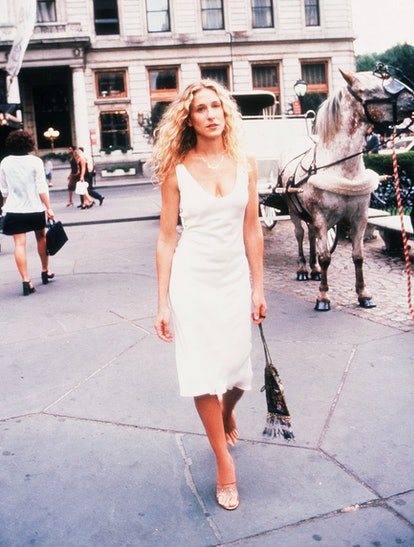 Carrie Bradshaw outfit: little white dress