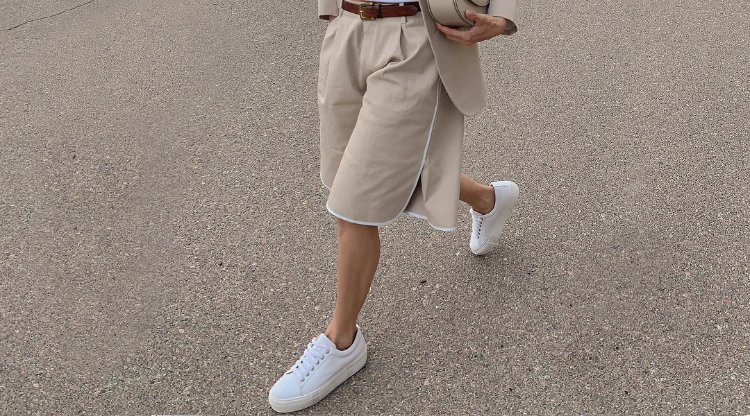 20 White Sneaker Outfits You Ll Want To Live In This Summer