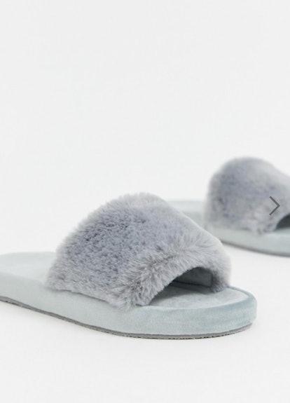 Fuzzy Slipper in Gray