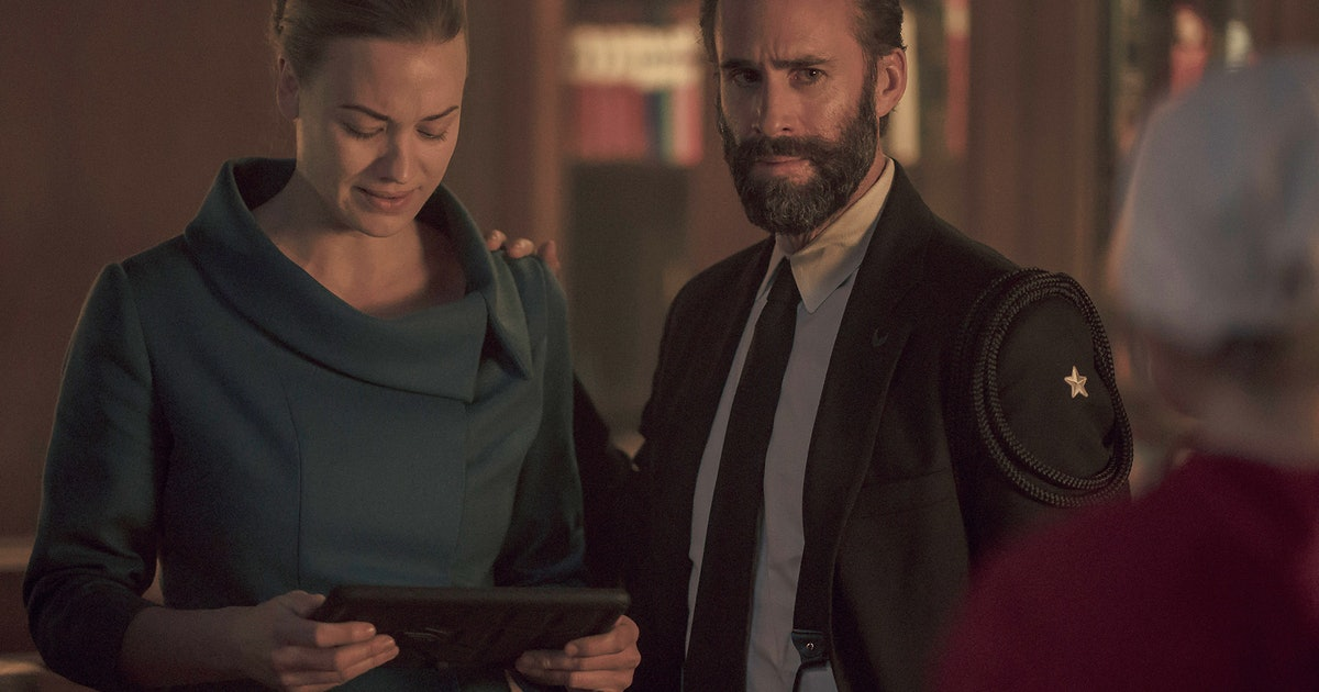 "Will Waterford & Serena Get Back Together? 'The Handmaid's Tale' Duo Will Deliver Some ""Unexpected Consequences"""