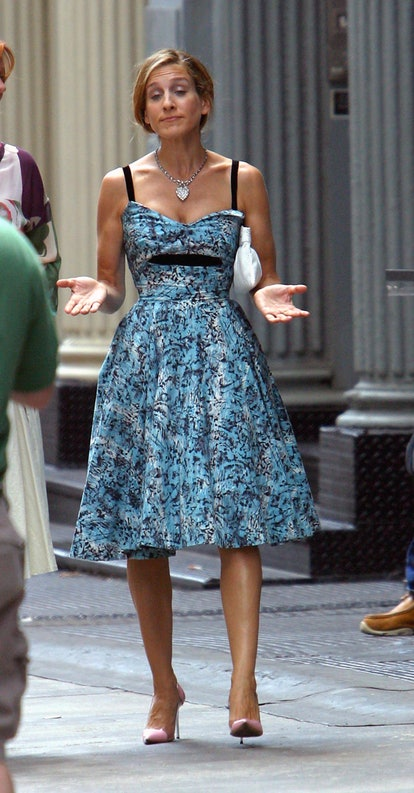 Carrie Bradshaw outfit: floral dress
